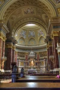 Статуя Стефана в центре собора