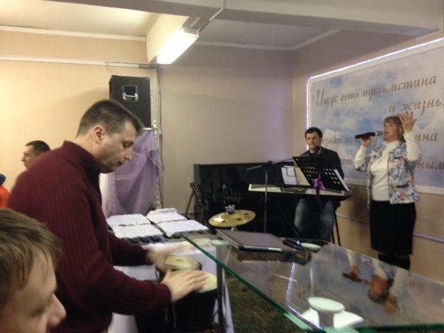 Пастор Алексей на ударных
